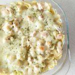 Zapiekanka z łososiem i makaronem w kremowym sosie [wideo]