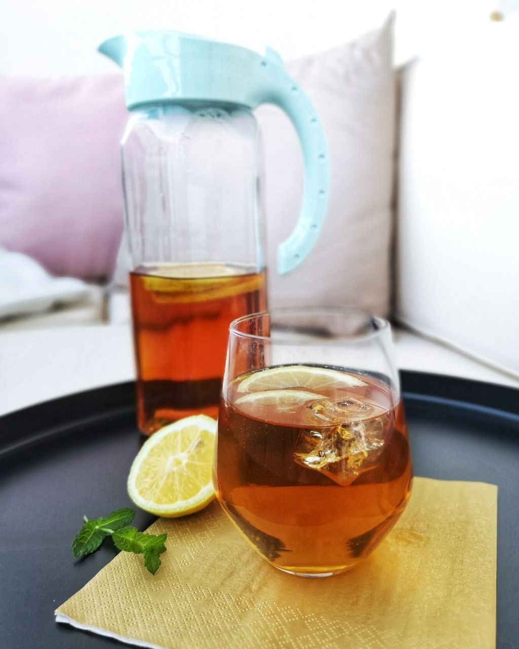 Ice tea – orzeźwiający domowy napój na lato
