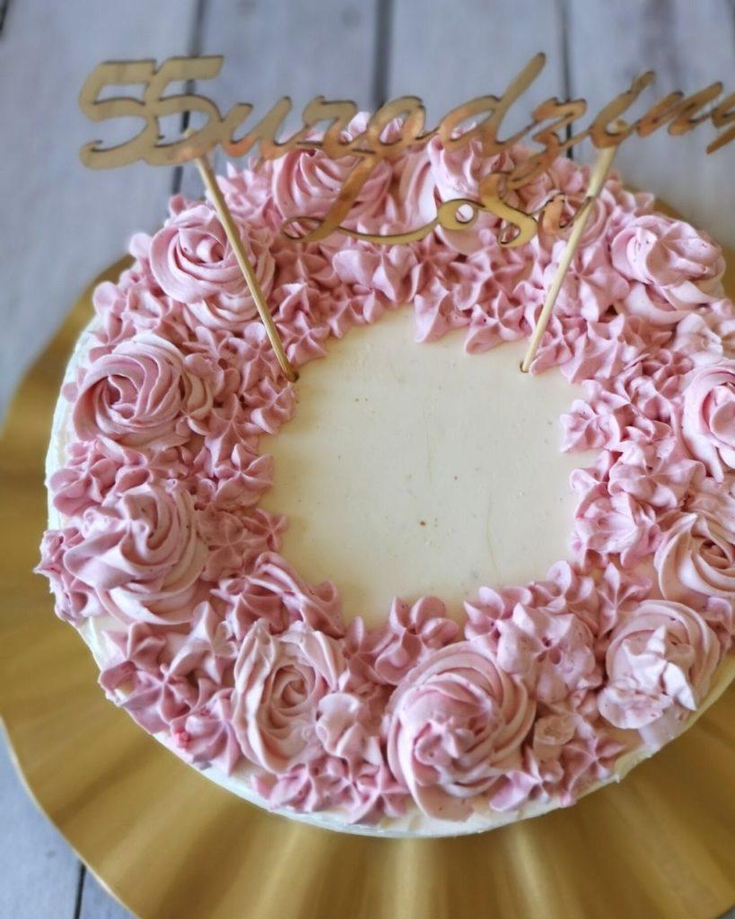 dekoracja tortu różyczki krem maślany