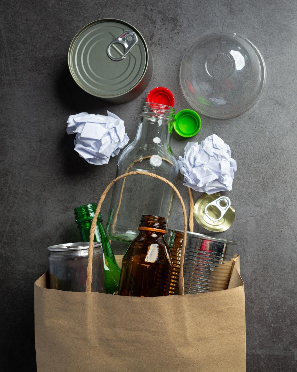 Segregowanie śmieci w domu - praktyczny poradnik